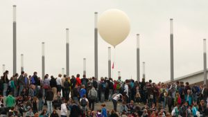 Start of a radiosonde balloon during the Ideas-Expo 2011 at Hannover (© AxelHH - Eigenes Werk, CC-BY3.0, https://commons.wikimedia.org/w/index.php?curid=16424279 ).