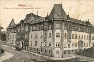 Central building of OMSZ in 1937 (Source: Postcard from 1937, courtesy of OMSZ)