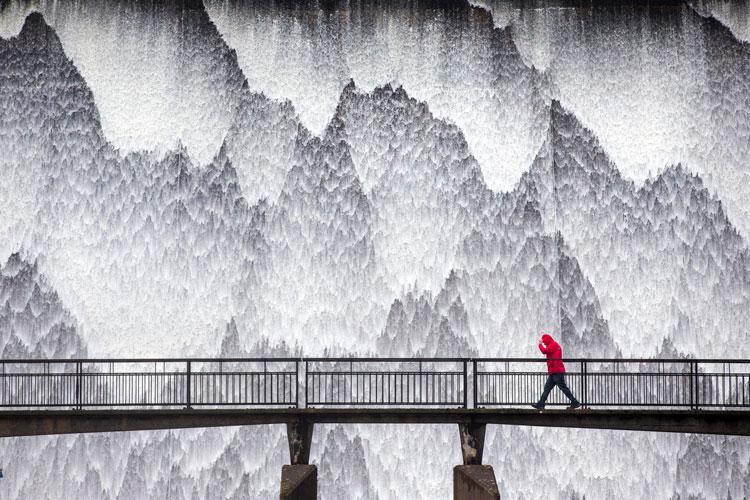 WPOTY2020: Dam Wet (© Andrew McCaren)