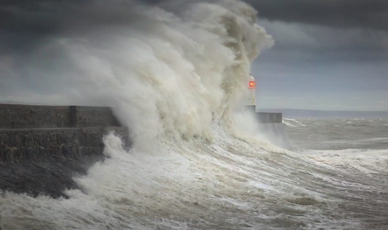 Smaller - Storm Ciara hits Porthcawl lighthouse in South Wales, UK — Stock Image